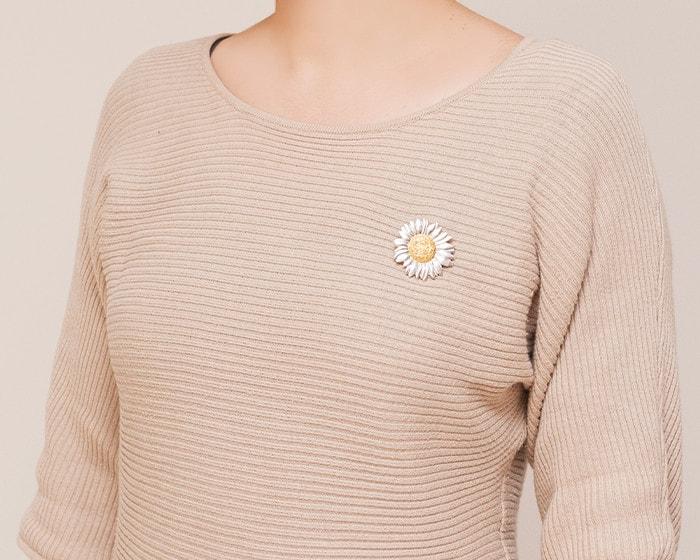 A woman wears Sunflower tin flower brooch