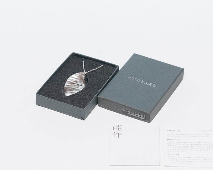 Tin pendant ripple within its exclusive box and with description paper