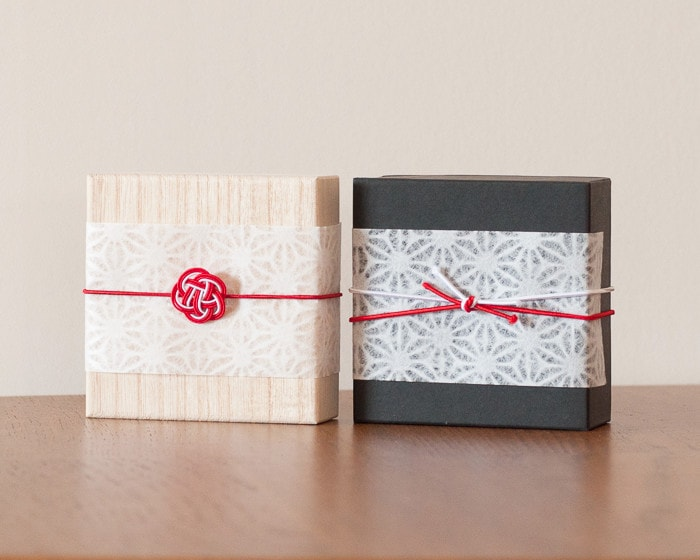Images of Japanese modern wrapping on exclusive boxes of tin jewellery from Nousaku