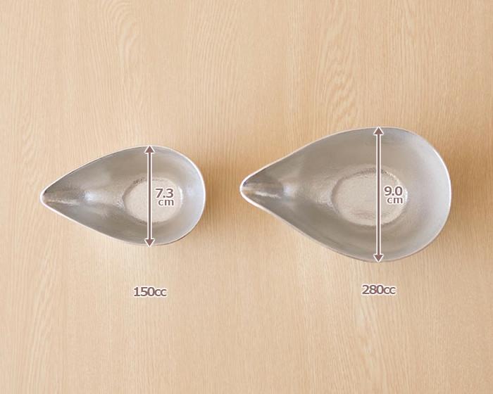 2種類のサイズの能作錫の片口を上から見たサイズ比較