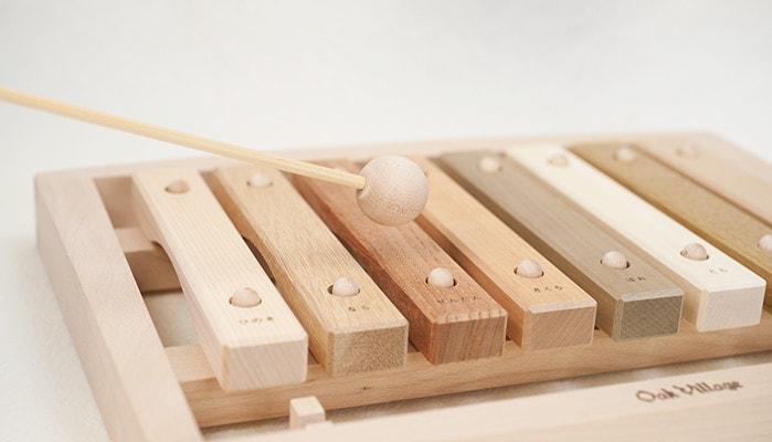 木琴とスティックのアップの写真