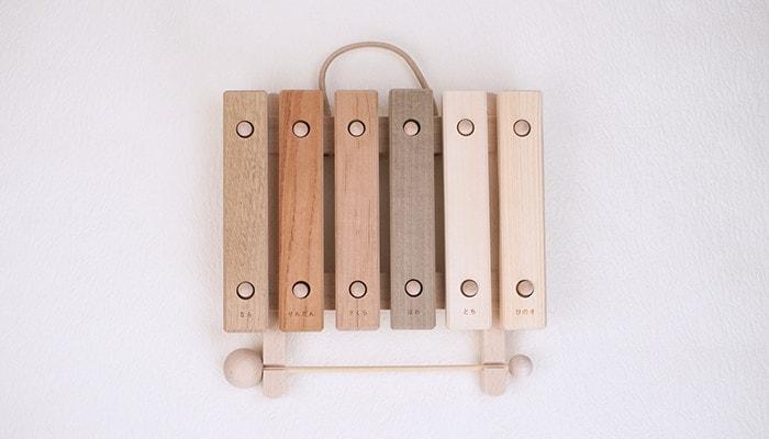 小さな森の合唱団の木琴の正面