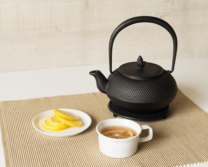 紅茶セットとRojiの南部鉄瓶