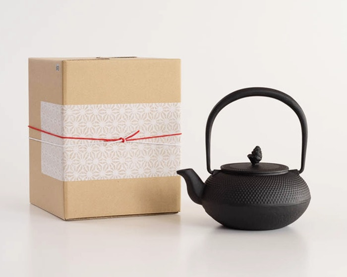 Nanbu tetsubin of Roji and its box with Easy gift wrapping