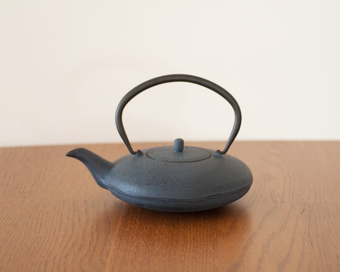 Crescent line of tetsubin teapot Moon is like crescent moon