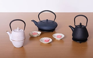 Life with Nambu tekki! Color tetsubin teapot