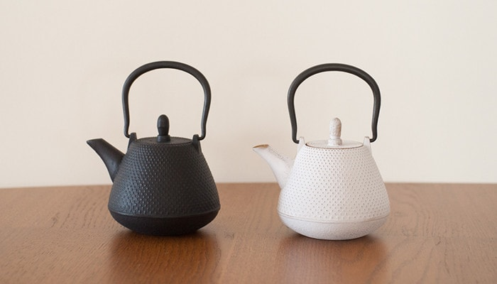 Two colors of Dome-Arare tetsubin teapot