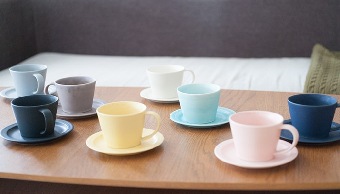 There are 8 colors set of cup & saucer on the table
