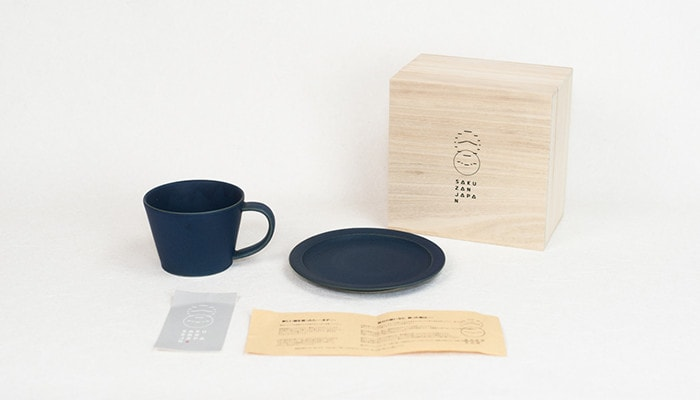 Navy cup & saucer with the description and exclusive paulownia box
