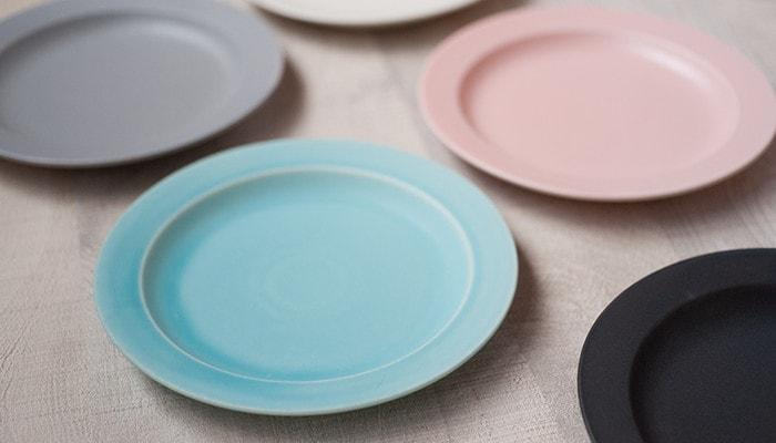 Beautiful color of plates of SAKUZAN