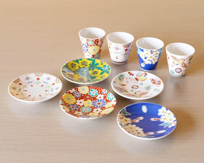 Kutani yaki tableware of Kissho series