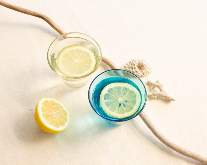 ガラス工房清天のグラスにレモンを添えて