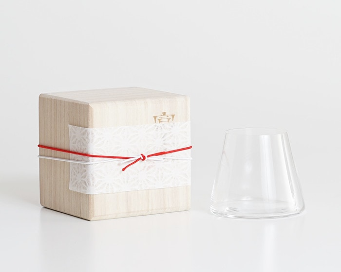 Fujiyama Glass and its exclusive paulownia box with Easy wrapping