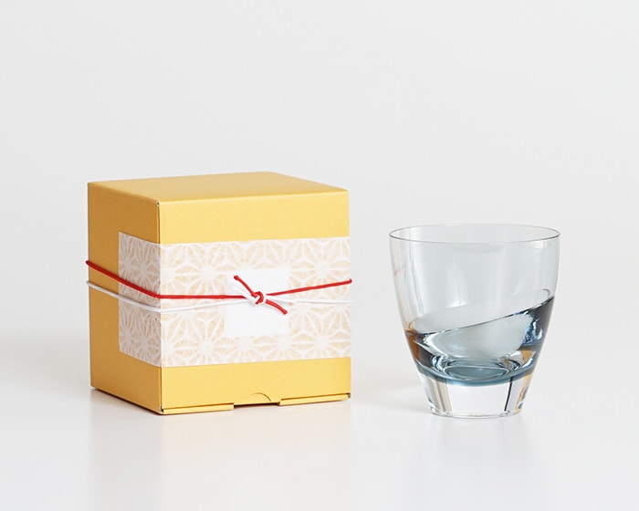 Indigo cascade glass from Sghr and its exclusive box with Easy wrapping