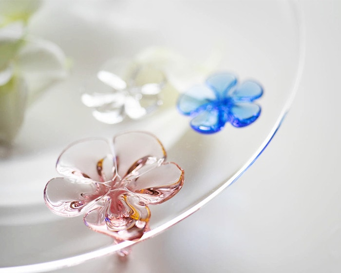 Glass flowers of camellia plate from Sghr