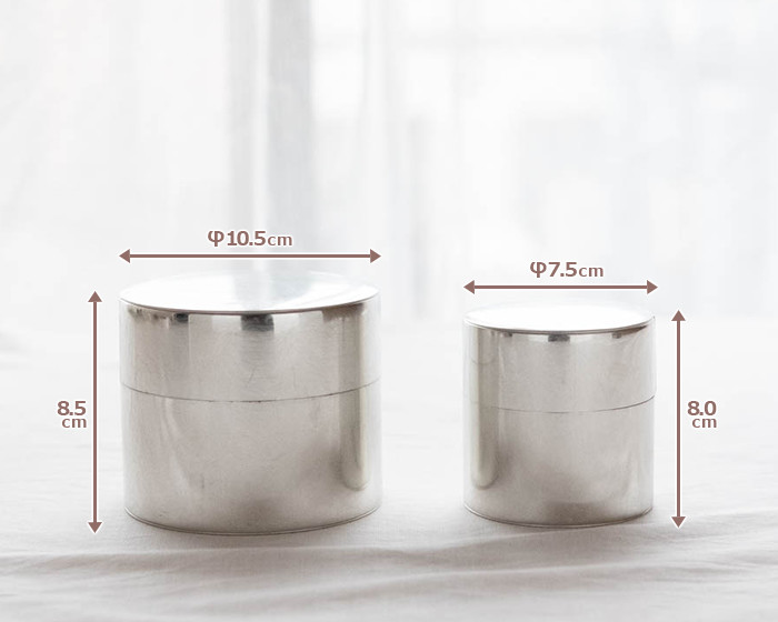 Size of L and S tin tea caddies