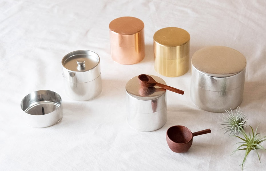 Tin tea caddies from SyuRo