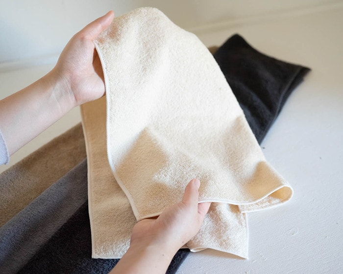 A woman has an organic towel from SyuRo