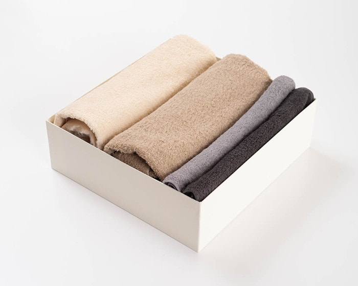 A set of 2 bath towels and 2 hand towels of SyuRo
