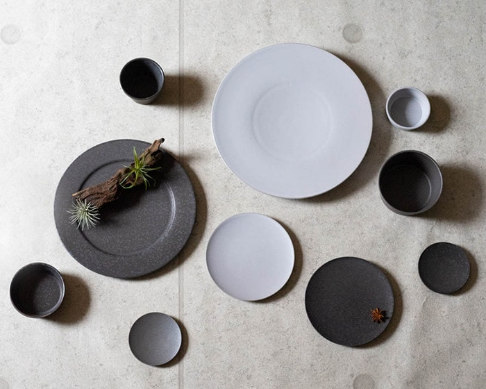Look down stoneware dinnerware of SyuRo