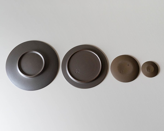 Bottoms of stoneware dinner plates of 4 sizes