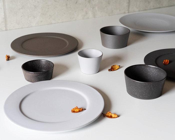White, gray, and black stoneware dinnerware of SyuRo