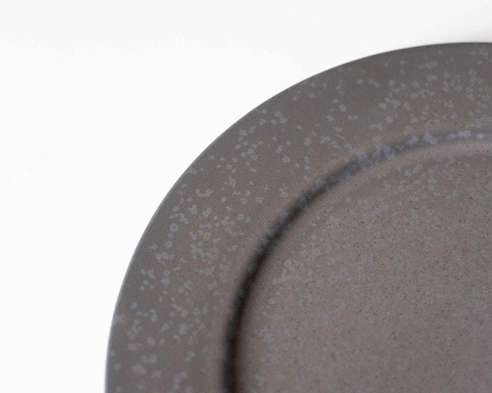 SyuRo炻器プレート黒の色味イメージ