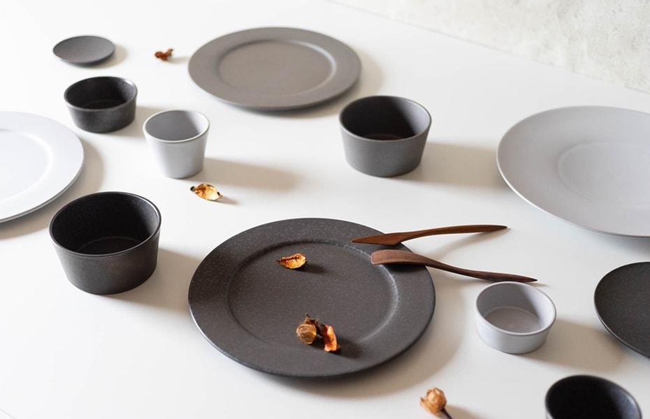 Stoneware dinnerware of SyuRo