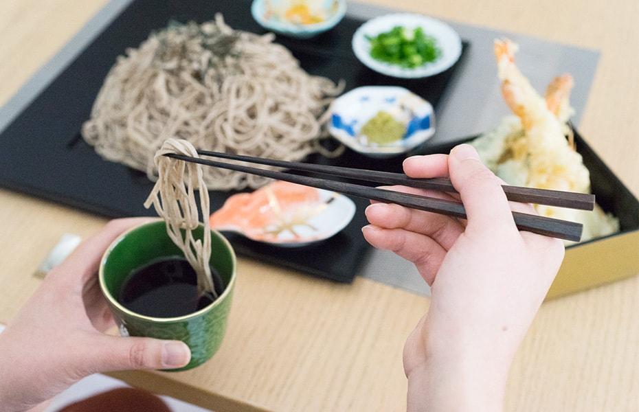 おしゃれな黒檀の高級六角箸で美味しいご飯を