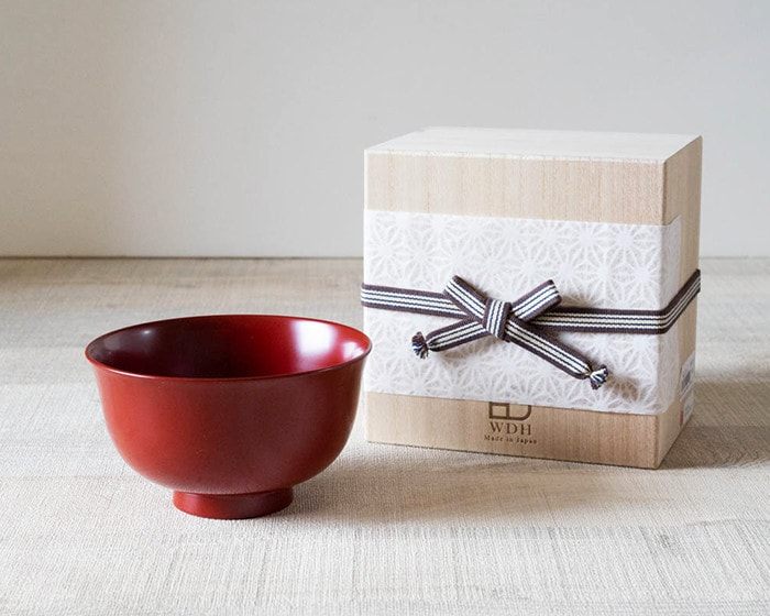 Red lacquer bowl and its exclusive paulownia box with Easy wrapping