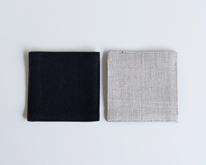 Reversible design of linen coaster