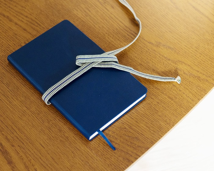 Tie schedule book with Sanada tape of tabletop wind bell
