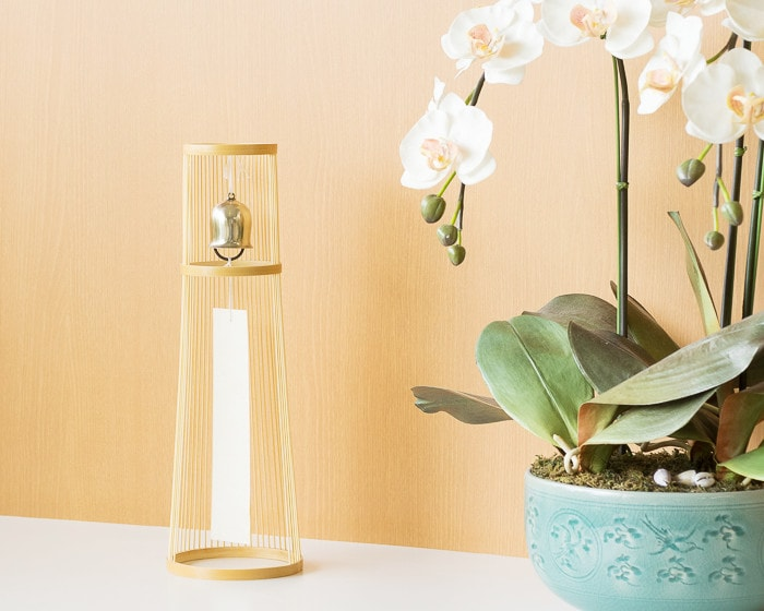 Tabletop wind bell as an interior good