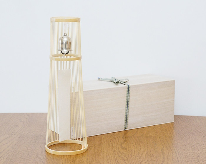 Gold tabletop wind bell and its paulownia box