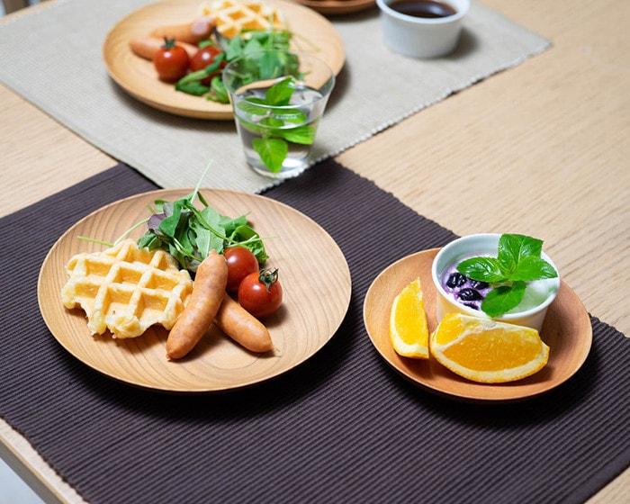 山桜ノ木皿を使った食卓の様子