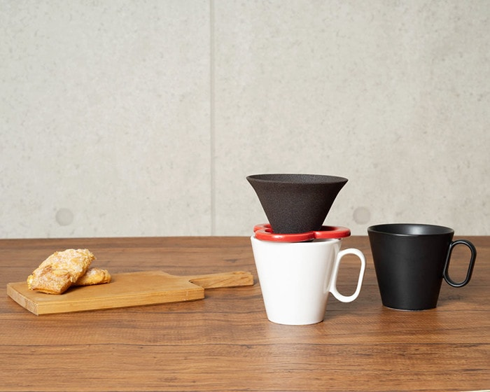 Black coffee mug and white mug with Caffe hat