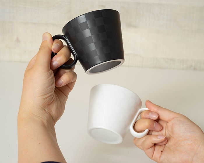 "Ichimatsu pattern of ""Eternal mug"" shines reflecting light"
