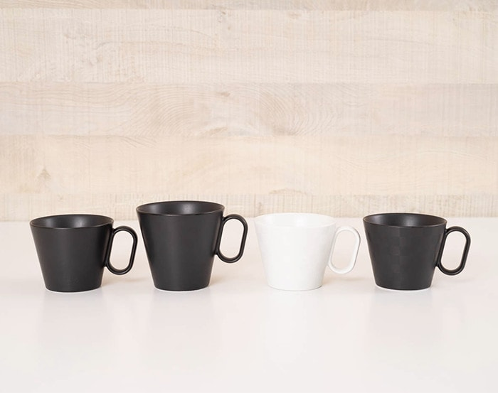 4 Arita ware mugs on the table