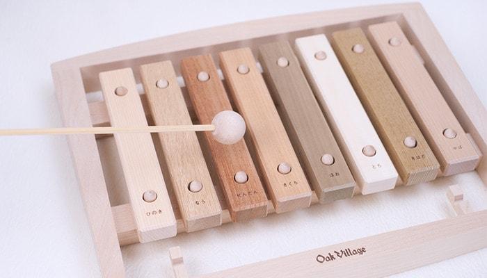 合唱団の木琴を鳴らしている