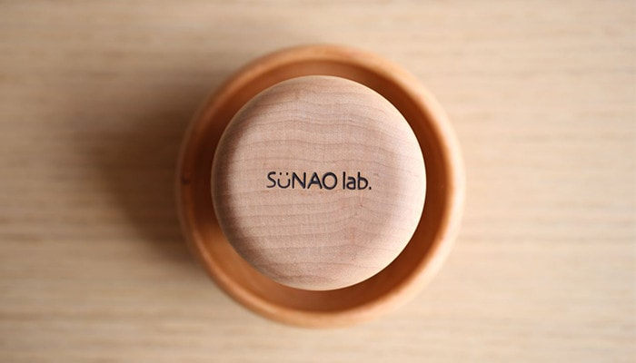 きのこのうつわの底にスナオラボのロゴが入っている写真