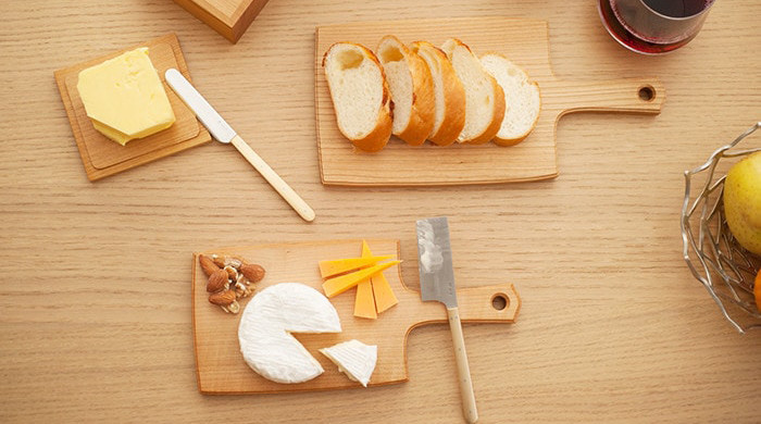 Cheese board S with cheese and Cheese board L with bread