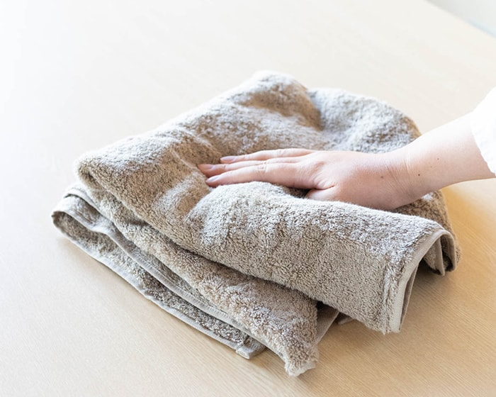 A woman touches Imabari Gokujo towel