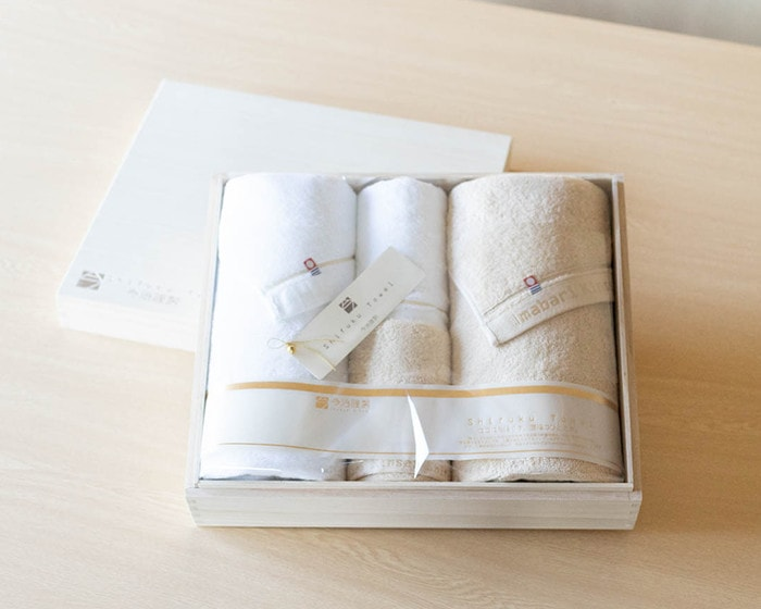 A set of bath towels and hand towels of Shifuku towel in wooden box