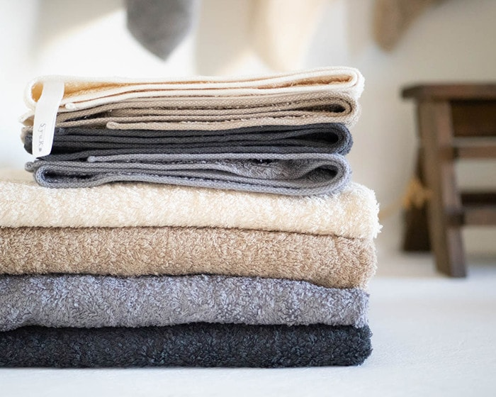 Organic cotton towels from SyuRo are piled up