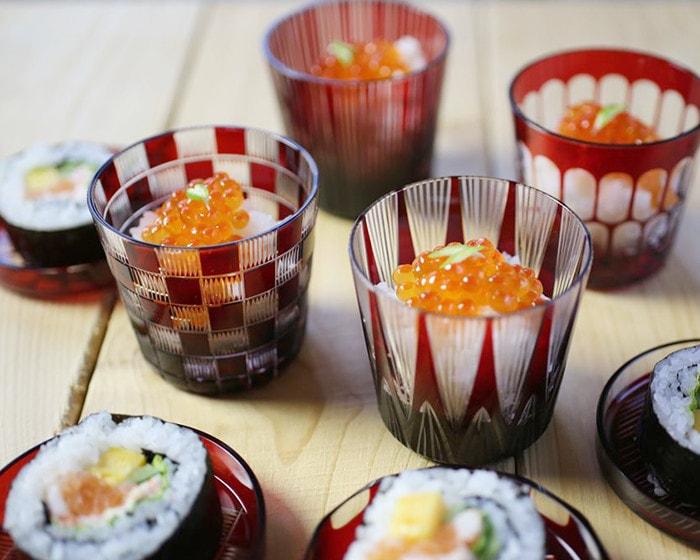 廣田硝子の蓋ちょこにお寿司を盛り付けた様子
