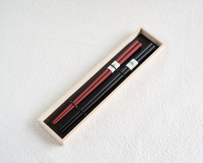 桐箱に入った輪島キリモトの夫婦箸・蒔地楕円箸ペア