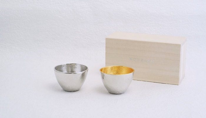 Guinomi sake cups set with its paulownia box