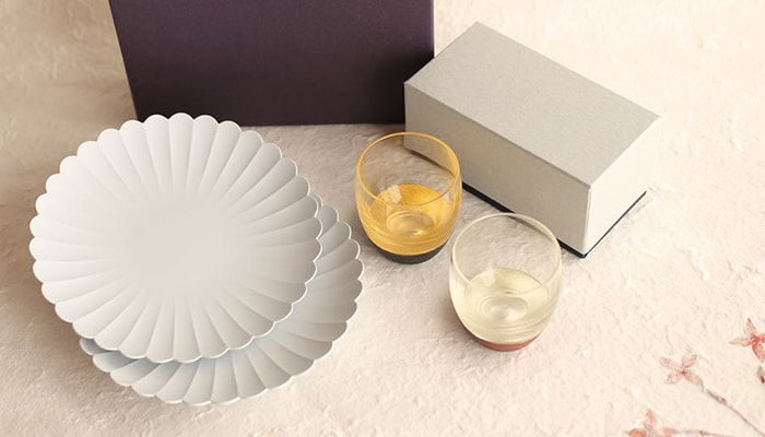 Luxury sake set with TY Palace Plate and Lacquer sake cups
