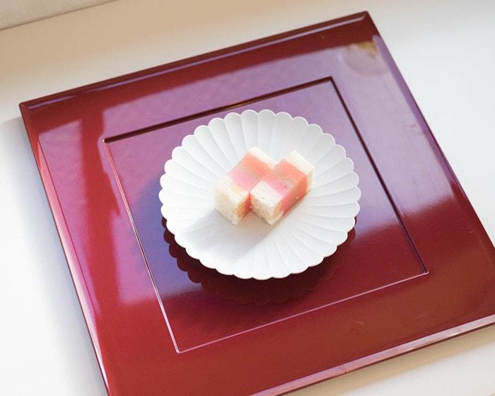 パレスプレート160に和菓子が載っている