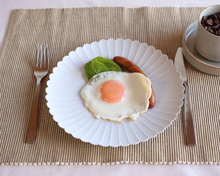 TYパレスプレートに朝食が盛り付けられている